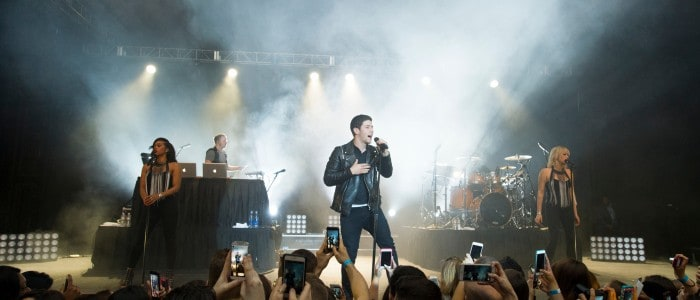 Nick Jonas Woos Crowd with Private Concert